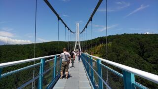 吊り橋の上